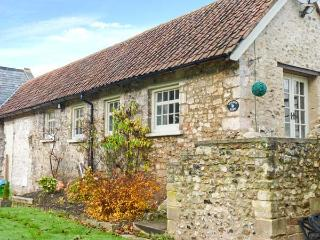 STARRE BARN, single-storey barn conversion, romantic retreat, WiFi