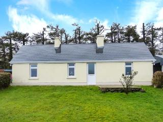 HEATHER COTTAGE, ground floor cottage, dog-friendly, woodburner, far-reaching views, detached cottage near Rathmore, Ref. 30870