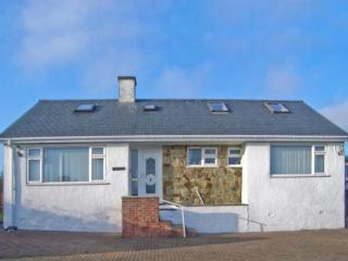 TREM YNYS, welcoming house, distant sea views, great for walking and