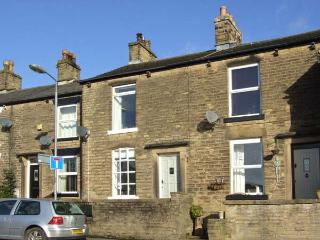 3 GLOSSOP ROAD, close to amenities, woodburning stove, front and rear yard, in Hayfield, Ref 31040