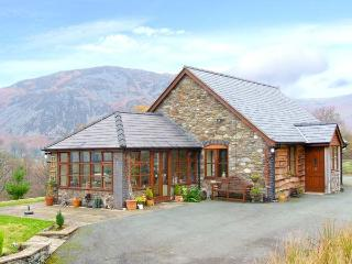 PENGWERN COTTAGE, en-suite, WiFi, fantastic hillside location with beautiful views, Ref. 903598, Llanwddyn