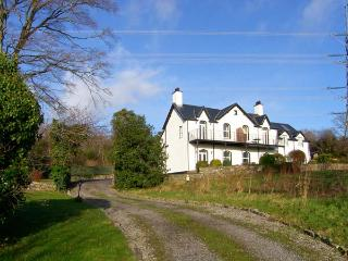 MENAI VIEW, spacious cottage, woodburner, en-suite, stunning views, in Llanfairp