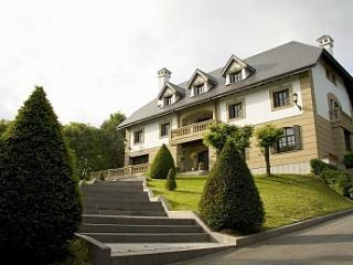 San Sebastian - Elegant palace with private forest, San Sebastian - Donostia