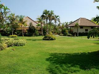 Villa Taman Indah - Luxury Beachfront Villa, Dencarik