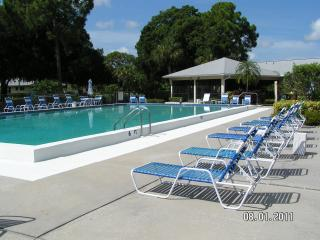 Artsy Sarasota, FL--Enjoy sunsets in 2/2 Condo