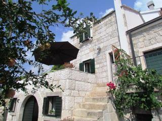 DALMATIAN STONE SUMMER HOUSE, VILA POSTUP, TUCEPI