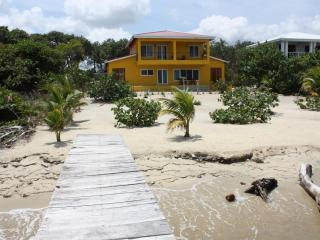 The Mellow House - three bedroom beachfront home, Placencia