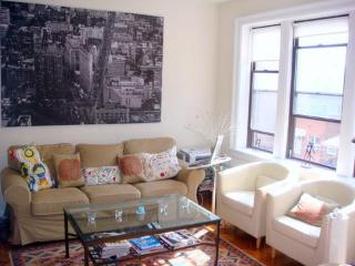 Beautiful apartment 10 min subway ride from Manhattan