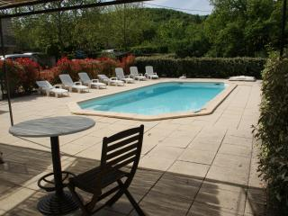 Quiet villa  for 10/12 people in Luberon with big swimming pool