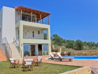 Villa Near the Beach, Private Pool, Sauna, Jacuzzi, Chania Town