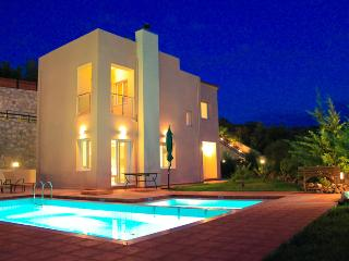 Chania Villa to Rent, Private Pool, View, Beach, La Canée