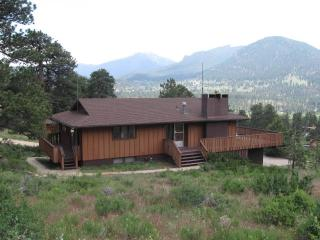 *Breathtaking Views * Perfect for families, 2 bath, huge deck, fireplace, Estes Park
