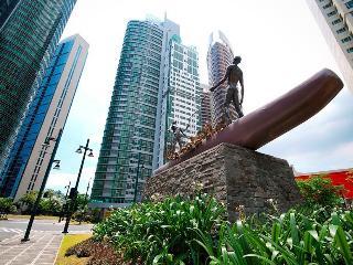 Golf & City Views - Avant@The Fort Manila BGC