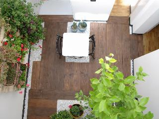 F12 |FK Cosy design flat with winter garden, Catania