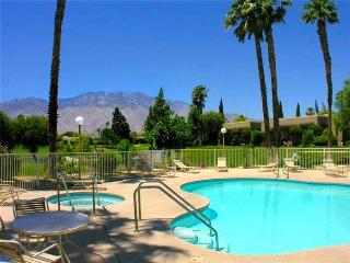 Remodeled 2-BD Warm Retreat in Palm Springs Area