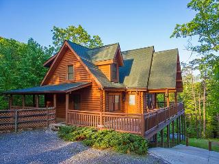 Luxury 4 BR Cabin w/ CRAZY Crazy Summer Special from $159! Sleeps 12., Sevierville
