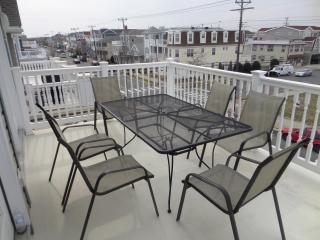 3 BR, 2 Bath Close To Beach, Boardwalk And Rides in Ocean City