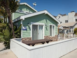 Cool as a Cucumber! Large Patio, Modern, Relaxing, Walk to the Beach! (68370)