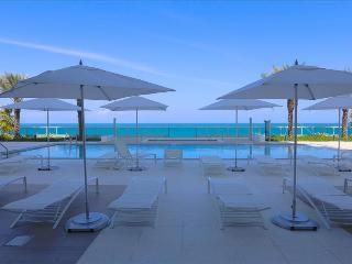 Monte Carlo: 1BR Suite on the Beach W/Five Star Amenities, Miami Beach