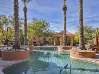 Fabulous 3BD/2BA Furnished Ground Floor Condo! (MINIMUM 30 DAY STAY), Tucson