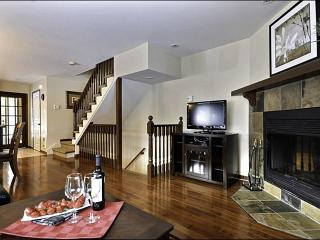 Breathtaking Views of the Mountains and Golf Course - Cozy Wood Burning Fireplace (6003), Mont Tremblant