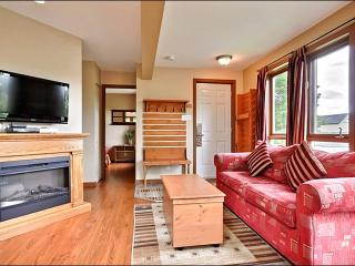 Beautiful Hardwood Floors - Inviting Furnishings and Decor (6036), Mont Tremblant