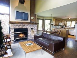 Lovely Views of Surrounding Forest - Recently Renovated and Upgraded (6041), Mont Tremblant