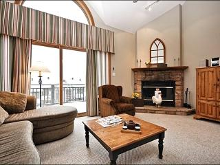 Lovely Views of Lake Tremblant & Mountains - Short Walk into Village (6044), Mont Tremblant