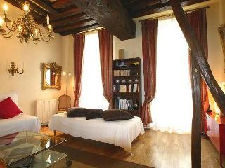 Marais - 1 Bedroom Sleeps 4 (4596), París