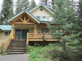 Spacious Mountain Retreat with lots of windows for nature views, McCall