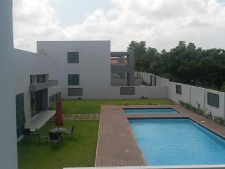 3 Bedroom Townhouse with sauna, pool and gym, Accra