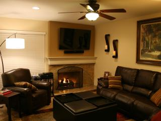 A Great Place to Relax -- Extended Vacations & Short-Term Executive Home, Garden Grove