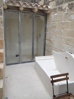 Court yard with bath outside
