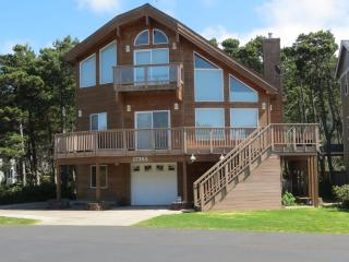 Pine Beach Retreat ~ 4 Bedroom ~ Hot Tub ~ Slps 12, Rockaway Beach