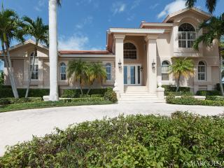 PETTIT COURT - Tommy Bahama Island Estate; a Manatee Playground !!, Isla Marco