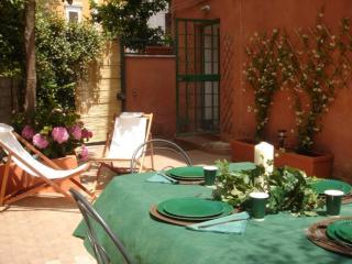 Lovely studio w/Terrace - S. Peter!, Rome