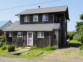 Ocean view- just steps from the beach!, Cape Meares