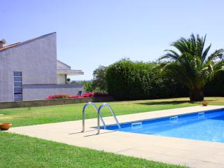 LUXURY HOUSE WITH POOL, TENNIS COURT AND GARDEN., Caminha