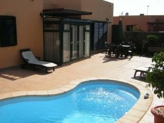 Luxury Spacious Villa with private heated pool, Corralejo