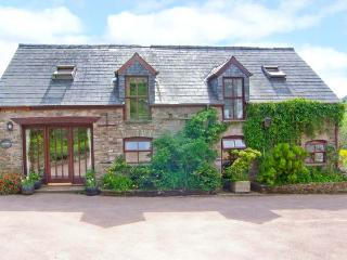 CAECRWN, stunning views of Brecon Beacons, quality accommodation, woodburner, pe