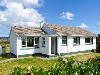 MAGGIE'S COTTAGE, all ground floor, close to beach, off road parking, garden, in Derrybeg, Ref 24002, Brinlack