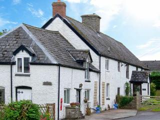 THE OLD POST HOUSE, spa bath, WiFi, off road parking, pub close by, semi-detached character cottage in Painscastle, Ref.  26921