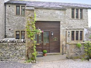THE HAYLOFT AT TENNANT BARN, super king-size double bed, en-suite bathroom