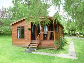OSPREY LODGE, detached, decking with furniture, on the shores of Loch Awe, Ref