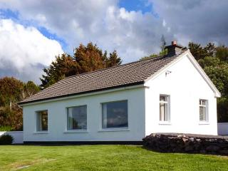 MOUNT CARMEL, multi-fuel stove, glorious views of Rossbeigh Strand, patio with