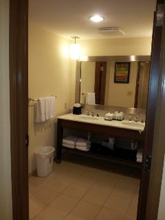 salle de bain de la suite parentale: douche et toilette
