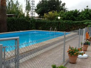 Chalet super bonito con piscina y parque infantil