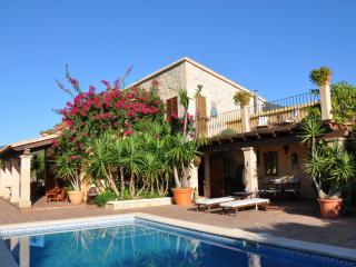Beautiful, Secluded Family Villa in Caimari