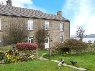 POTT HALL COTTAGE, character holiday cottage, with a garden in Masham, Ref 2190