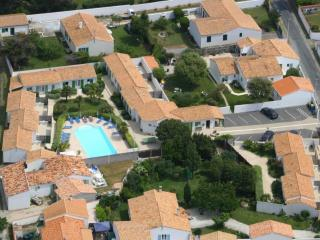 Ile de Ré House with heated pool